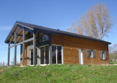Maison ossature bois avec charpente traditionnelle